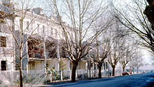 Terrace houses in Victoria Street, Potts Point are fenced off before being demolished in 1980. Courtesy of City of Sydney Archives.